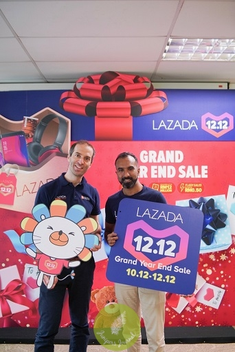 Christophe Lejeune, Chief Executive Officer of Lazada Malaysia and Andrew Gnananantham, Chief Marketing Officer of Lazada Malaysia at the launch of Malaysia's first livestream shopping feature on the Lazada mobile app