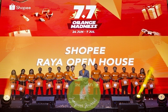 Lok Weng Lum (centre), Head of Campaigns, Shopee Malaysia introducing Shopee24 Express Delivery (Shopee24) at the launch of 7.7 Orange Madness campaign