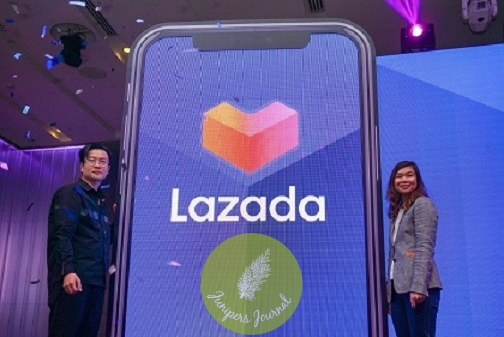 (From left to right) Lazada Malaysia Chief Executive Officer Leo Chow and Lazada Malaysia Chief Marketing Officer Diana Boo officiating the refreshed brand and the start of Lazada Mid-Year Festival