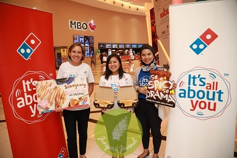 The team from Domino's Pizza together with the latest product, Saranghae-ny Stix during the Korean Drama Night