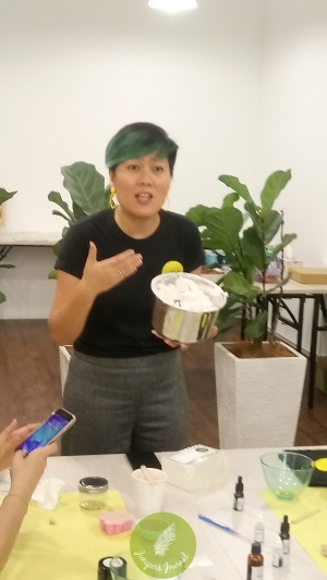 Founder of Craftiviti Leong Wei Yein explains how to make Foaming Bath Butter