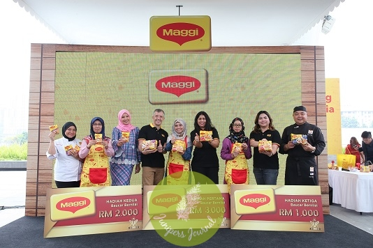 Thumbs up! Top three winners of Raja Ratu Mi Maggi Goreng Malaysia 2019.* Ratu Mi MAGGI*® *Goreng Malaysia 2019, Hafiza Abu Muaddah, first runner up, Norizah Husain and Second runner up, Norul Aimy Abdul Halim flanked by *[from left]* MAGGI® Chef, Sharifah Hamidah Syed Mohsin, Sheila Rusly, Juan Aranols, Geetha Balakrishna and MAGGI® Consumer Marketing Manager, Ivy Tan as well as Corporate Executive Chef of MAGGI®, Chef Abdul Muluk
