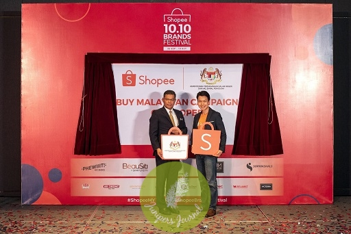 (from left) YB. Datuk Seri Saifuddin Nasution bin Ismail, Minister of Domestic Trade and Consumer Affairs Malaysia, together with Zed Li, Head of Business, Shopee Malaysia launching the Buy Malaysian Campaign on Shopee