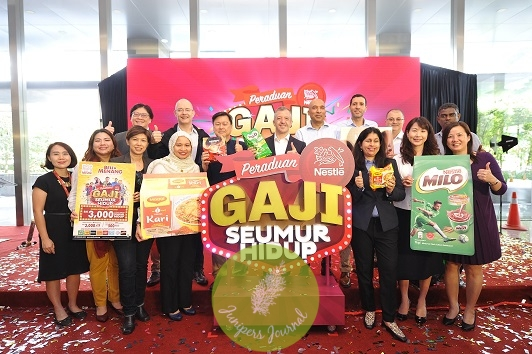 The Nestlé leadership team joining Mr. Juan Aranols [centre] to kick-off Peraduan Nestlé Gaji Seumur Hidup, offering Malaysians the chance of a lifetime to win a 'Salary for Life'