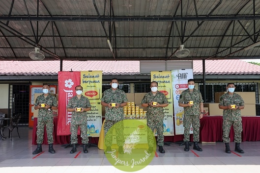Thank you to our brave frontliners: MAGGI® bubur lambuk and Nestlé Food and Beverage Packs were distributed to the Armed Forces at the Sungai Besi Camp