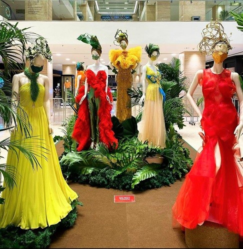 'Feathers In Flight' Preview at Atrium, Intermark Mall