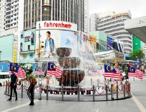 With the Jalur Gemilang decorating the Pavilion Crystal Fountain and decked around the mall, head to Pavilion KL for a thrilling ambience of Merdeka