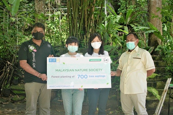 Hada Labo presenting a mock cheque to Malaysian Nature Society (MNS) for its tree planting initiative at the end of the Care for Nature campaign