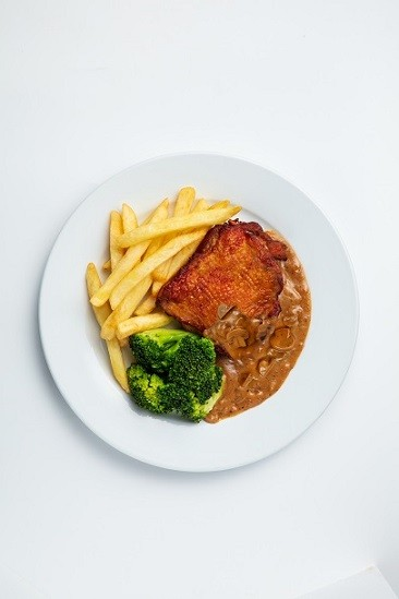 Chicken Chop with Potato Wedges, Broccoli & Black Pepper Sauce