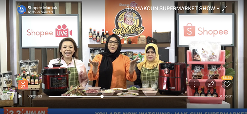 From left: Datin Rita Sosilawati, Erma Fatima (Mak Cun), and Senior Director of FAMA's Market Promotion Division, Pn. Rosilawati Abu Hassan prepares local delicacies using the freshest ingredients from eFAMAPLACE on the 3.3 Mak Cun Supermarket Show on 1 March. Stay tuned on 3 March at 5PM for another FAMA edition on more mouth-watering recipes