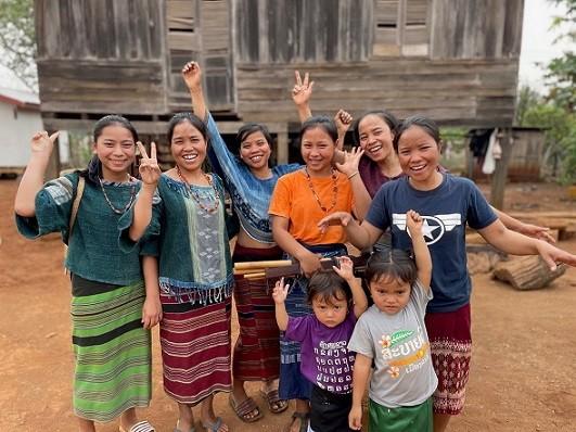 katu-village-laos-the-weaving-sisters-family