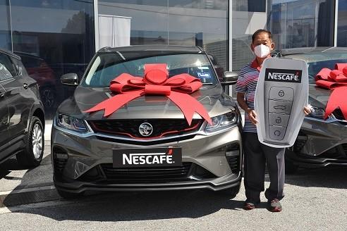 Another grand prize winner, Gan Tiang Hong from Kajang drives home a Proton X50 SUV after taking part in Peraduan NESCAFÉ Jom Beli & Raikan Bersama-sama